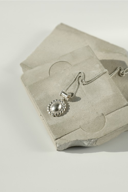 Signature flower Necklace - volume typeoblatt