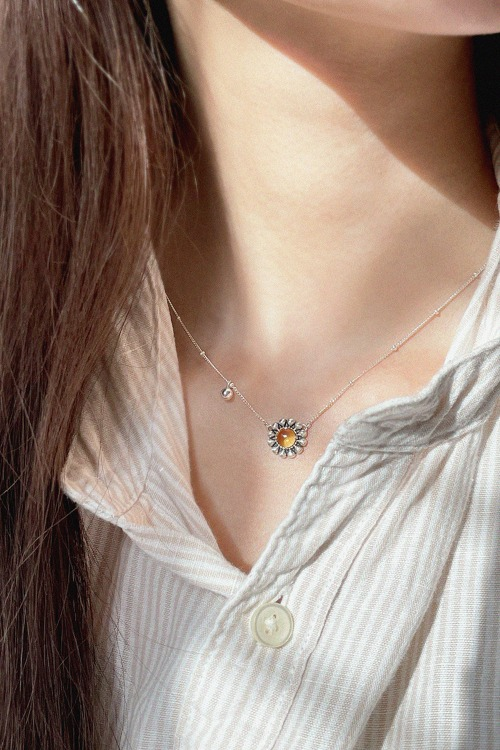 Signature flower gemstone Necklaceoblatt